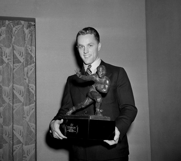 Captain of the University of Minnesota Bruce Smith, left, receives the Heisman trophy in New York, Dec. 9, 1941. (AP Photo)