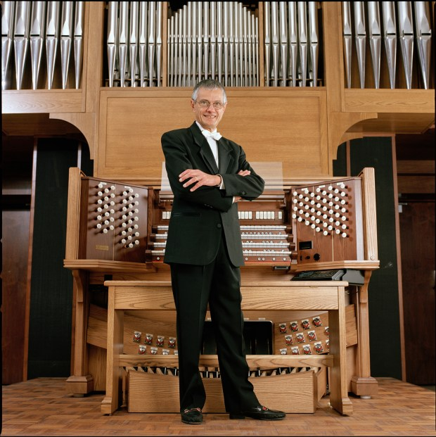 Hector Olivera, an Argentinian organist, will perform at St. Andrew's Lutheran Church on Sunday.
