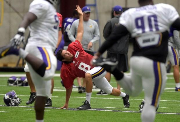 Minnesota Vikings quarterback Sam Bradford warms up as the team gets ready for practice in Eden Prairie on Wednesday, Sept. 7, 2016. (Pioneer Press: Scott Takushi)