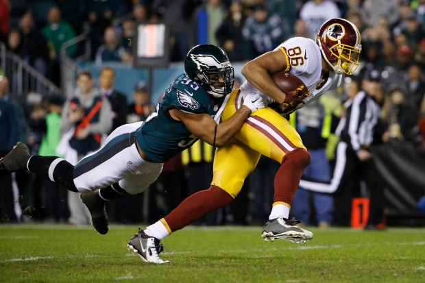 Washington Redskins' Jordan Reed (86) breaks a tackle from Philadelphia Eagles' Mychal Kendricks (95) to score a touchdown after a catch in the first half of an NFL football game, Saturday, Dec. 26, 2015, in Philadelphia. (AP Photo/Matt Rourke)