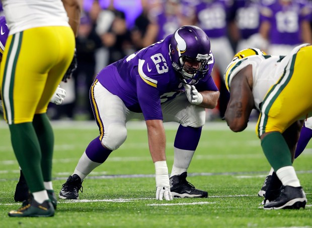 Guard Brandon Fusco #63 of the Minnesota Vikings in action during the 1st half of the game against the Green Bay Packers on September 18, 2016 in Minneapolis, Minnesota. (Photo by Jamie Squire/Getty Images)