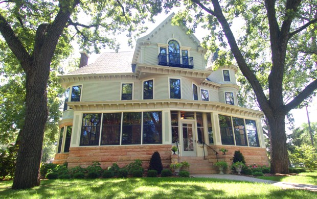 "The Kenwood Parkway home in Minneapolis made famous by ""The Mary Tyler Moore Show"" is shown on Monday July 9, 2007. (Pioneer Press: Richard Marshall)"