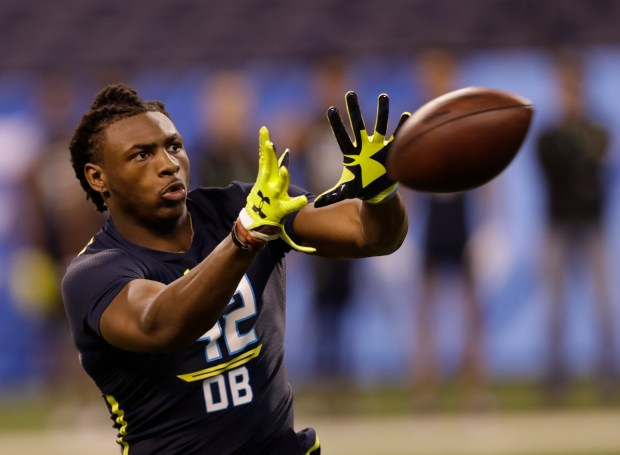 Minnesota defensive back Jalen Myrick runs a drill at the NFL football scouting combine Monday, March 6, 2017, in Indianapolis. (AP Photo/David J. Phillip)