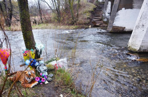 A memorial to JaLysa Anne Cook sits next to flowing water where the Central Lakes Trail crosses the channel between lakes Cowdrey and Darling. (Lowell Anderson / Forum News Service)