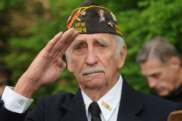 Fritz Kruschel of Woodbury, who served in a U.S. Naval Construction Battalion known as the Seebees in WWII, salutes during Memorial Day ceremonies at the Woodbury Lions Veterans Memorial on May 29, 2017. (Ginger Pinson / Pioneer Press)