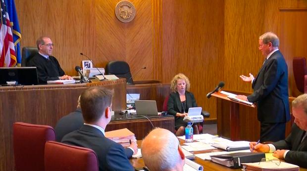 Attorney Doug Kelley arguing the Legislature's case in a Ramsey County lawsuit the Legislature brought over Gov. Mark Dayton's veto of legislative funding, June 26, 2017 (pool camera)