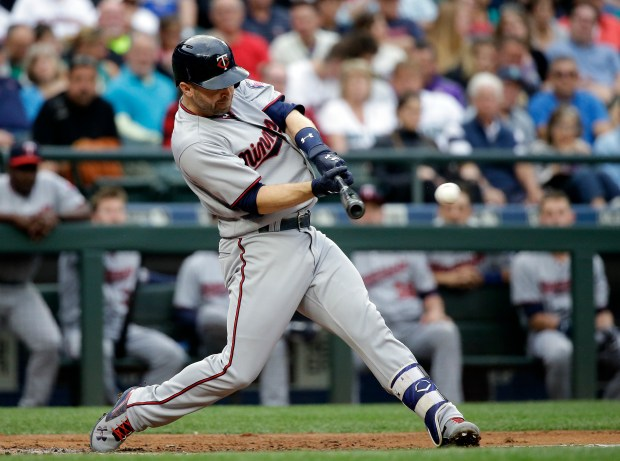 Minnesota Twins' Brian Dozier singles in a run against the Seattle Mariners during the third inning of a baseball game Wednesday, June 7, 2017, in Seattle. (AP Photo/Elaine Thompson)