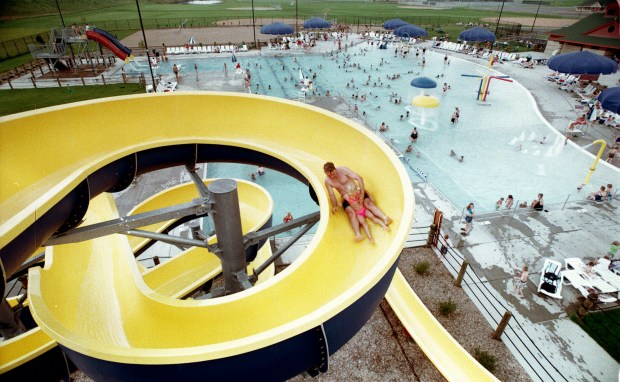Aug. 1999 photo of the water slide at the Apple Valley Family Aquatic Center in Apple Valley towers over the pool. (Joe Oden / Pioneer Press)