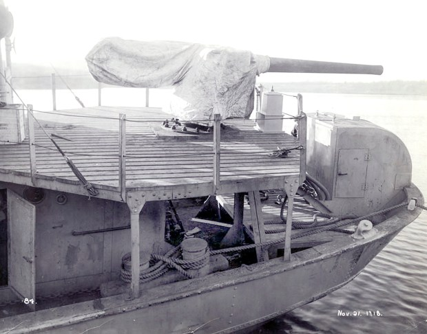A deck gun on the stern of one of a French minesweeper -- possibly the Cerisoles, Inkerman or Sebastopol -- is seen on Nov. 21, 1918, two days before those three ships left for Europe. (City of Thunder Bay Archives Accession #1991-1-360-84)