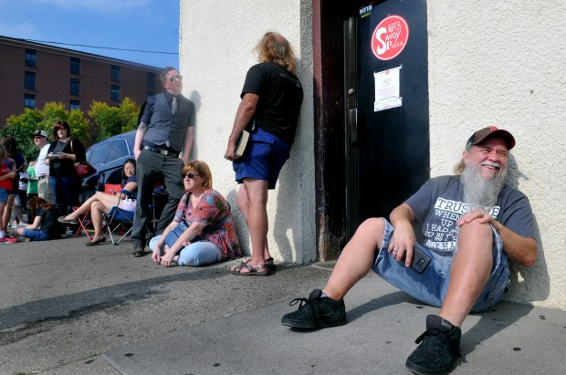 """Al Langseth of Willernie, Minn., right, was first in line to get into Red's Savoy Pizza in St. Paul Saturday, September 16, 2017, the last day the pizza spot on East 7th Street would be open.""""I've been trying to get pizza here since last Saturday. I got here at 2:20 and came straight from work,"""" he added. The restaurant owners which opened Saturday at 4pm is closing this location after their founder, Earl """"Red"""" Schoenheider, who has owned the restaurant since 1965, died in August. The building, which the family does not own, needs six figure renovations. (Ginger Pinson / Pioneer Press)"""