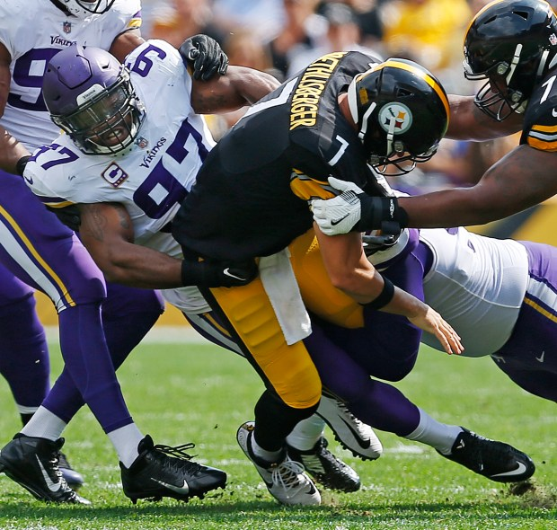 Pittsburgh Steelers quarterback Ben Roethlisberger (7) is sacked by Minnesota Vikings defensive end Everson Griffen (97) during the first half of an NFL football game in Pittsburgh, Sunday, Sept. 17, 2017. (AP Photo/Keith Srakocic)