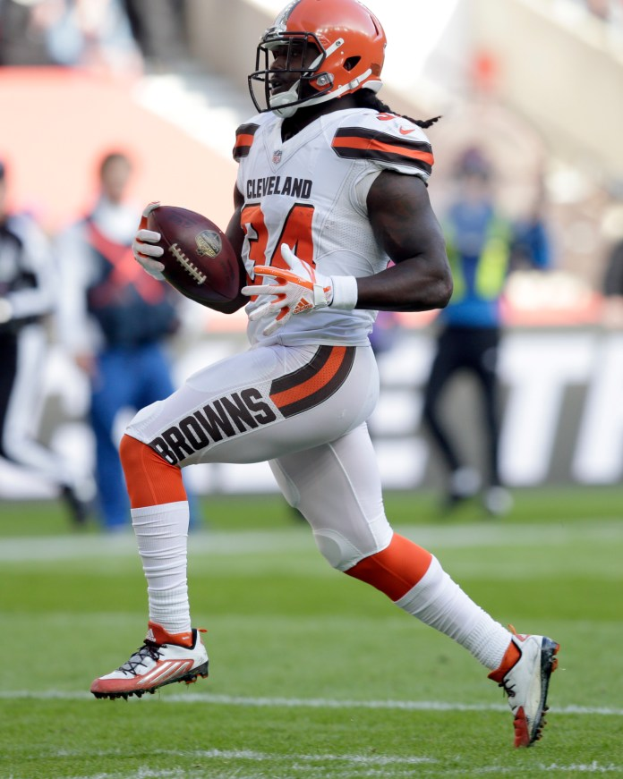 Cleveland Browns running back Isaiah Crowell (34) races into the end zone to score on a 26-yard touchdown run during the first half of an NFL football game against Minnesota Vikings at Twickenham Stadium in London, Sunday Oct. 29, 2017. (AP Photo/Tim Ireland)