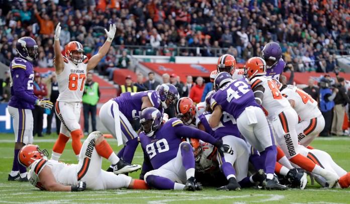Cleveland Browns quarterback DeShone Kizer (7) scores on a 1-yard touchdown run during the first half of an NFL football game against Minnesota Vikings at Twickenham Stadium in London, Sunday Oct. 29, 2017. (AP Photo/Matt Dunham)