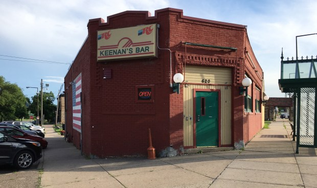 Exterior of Keenan's Bar on West Seventh Streetin St. Paul for a story on dive bars in June of 2017. (Jessica Fleming / Pioneer Press)