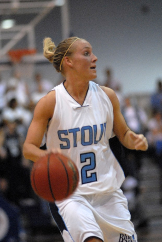 Amanda Geissler playing basketball for the University of Wisconsin-Stout during the 2006-07 season. (Courtesy of University of Wisconsin-Stout)