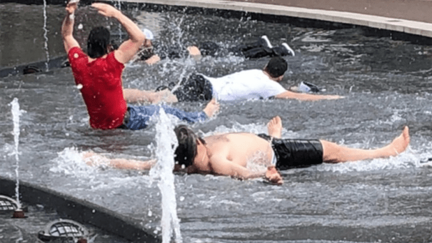 caps_in_fountain