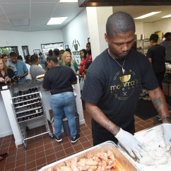 Kitchen Chief Cabinet Momma S Chef Brings His Soul Food Back Home To St Paul Thomas Smith Batters Chicken Wings In Monday Sept 17 2018 At The Soft Opening Customers Filled Lobby And Spilled Out