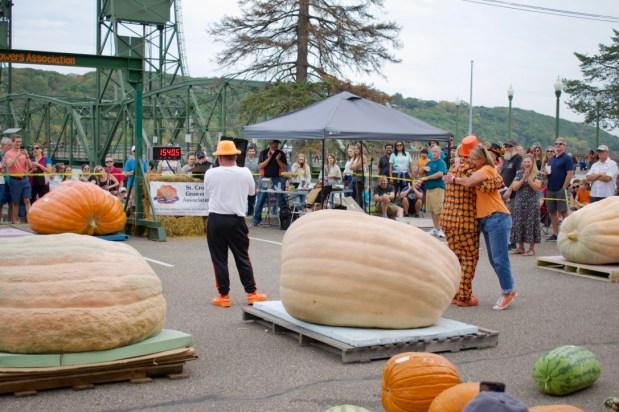 Let it grow: 'Elsa' wins Stillwater Harvest Fest's giant pumpkin competition