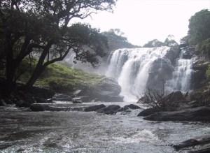 Keezharkuthu waterfalls