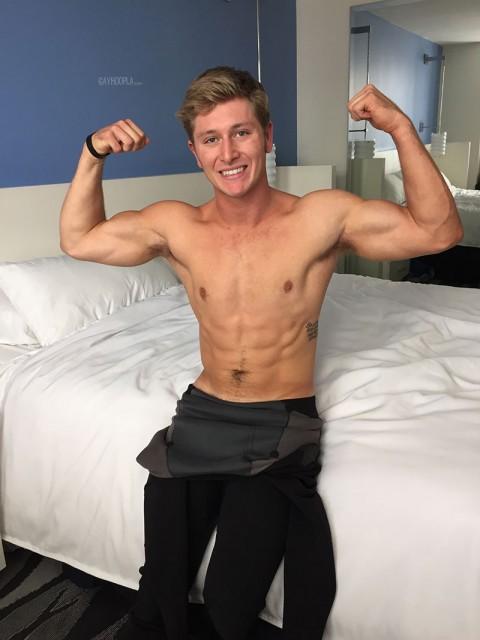 Surfer stud Brandon Parker (GayHoopla)