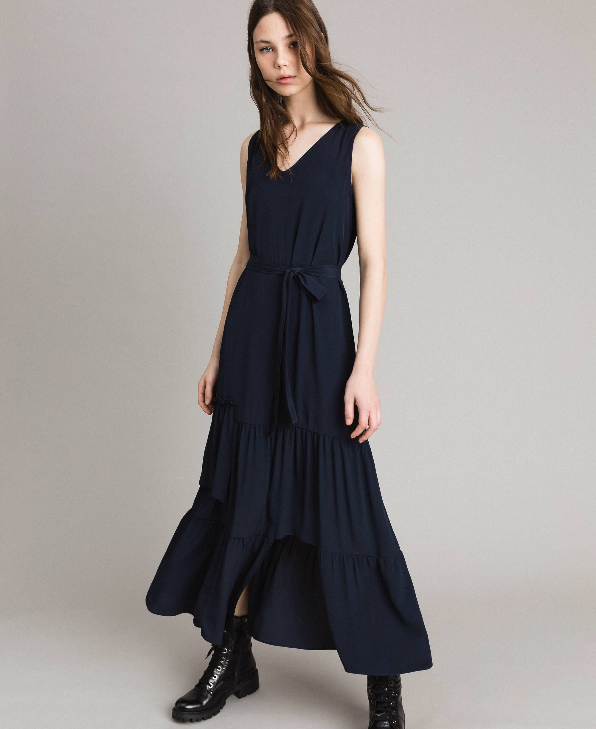 sales woman clothing twinset