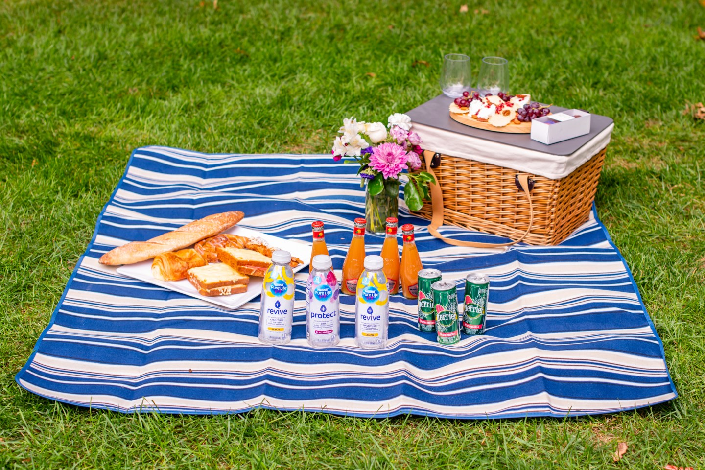 How to Host a Beautiful Picnic