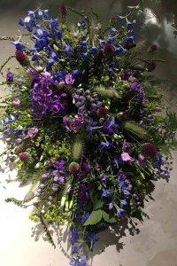 rouwboeket paars lang