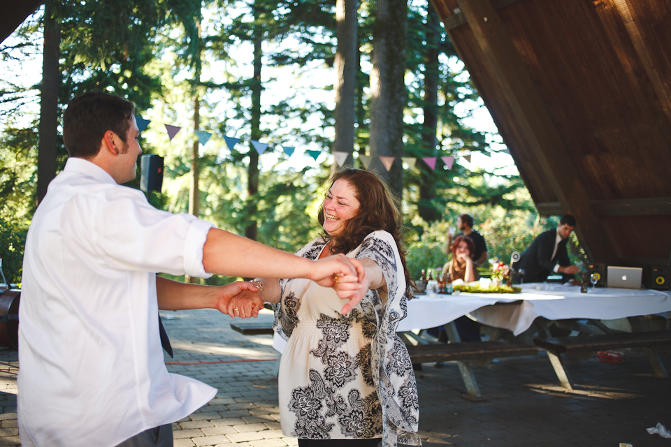 Ashley-Ian-Hoyt-Arboretum-Forest-Wedding-Portland-BethOlsonCreative-134