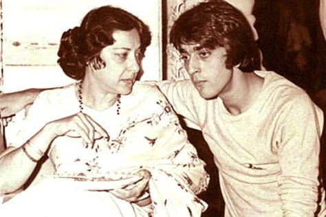 Sanjay dutt with mother
