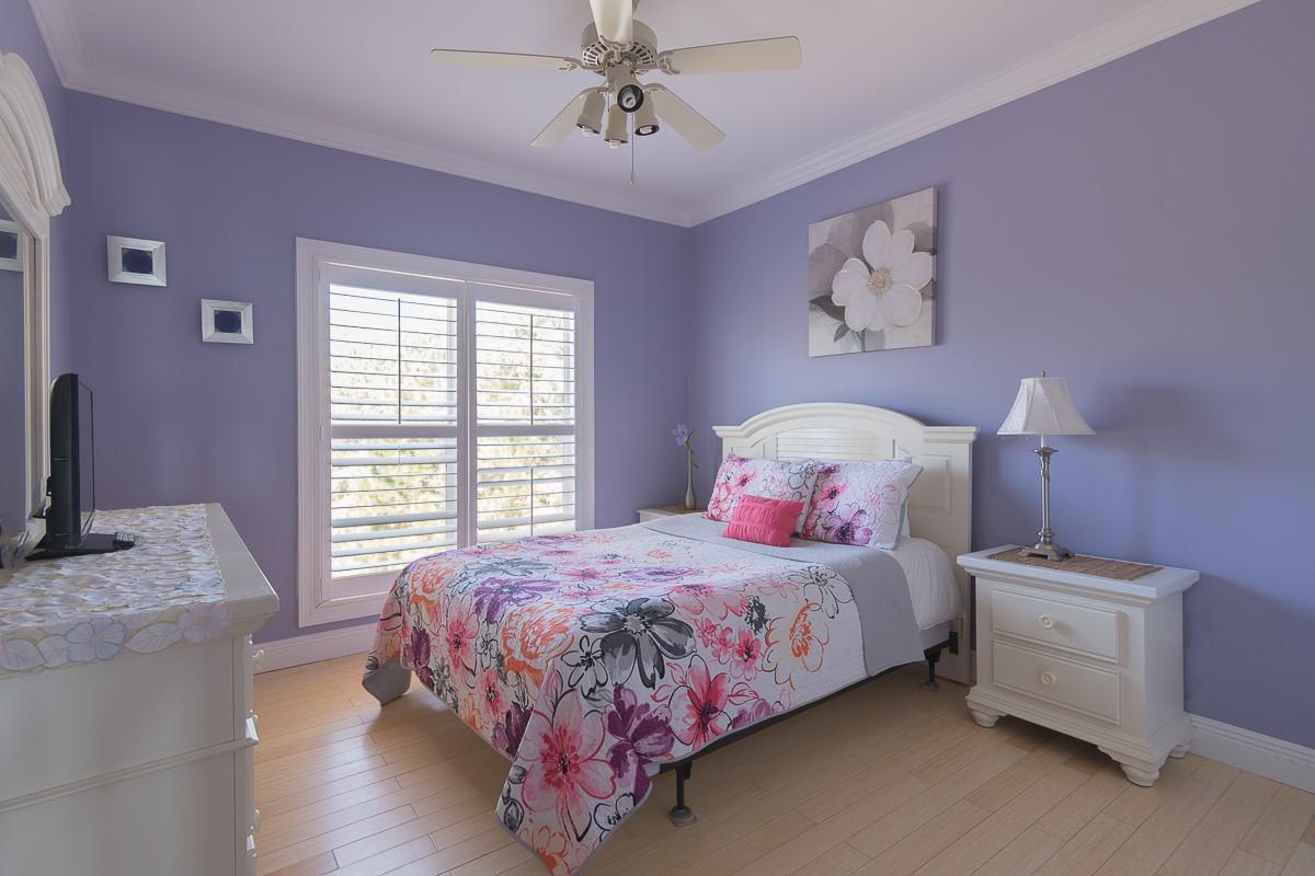 Purple BDR with Queen Mattress-Top Floor-Full Bath next door