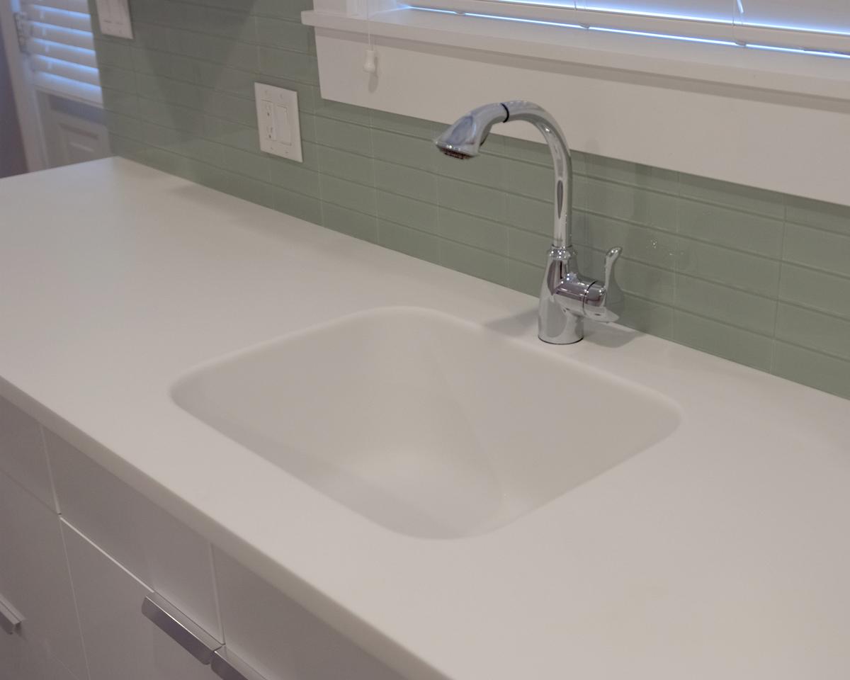 white corian kitchen countertops island bar height motevaselan hi macs arctic solid surface