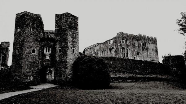 berry-pomeroy-castle-bw