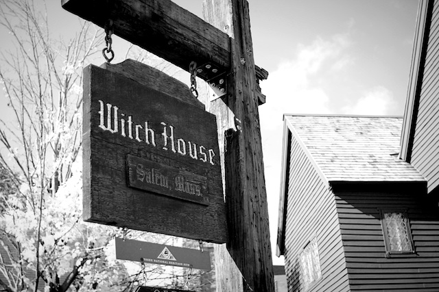 witch house sign blog