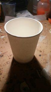 Papieren beker als basis voor een siliconen gietmal