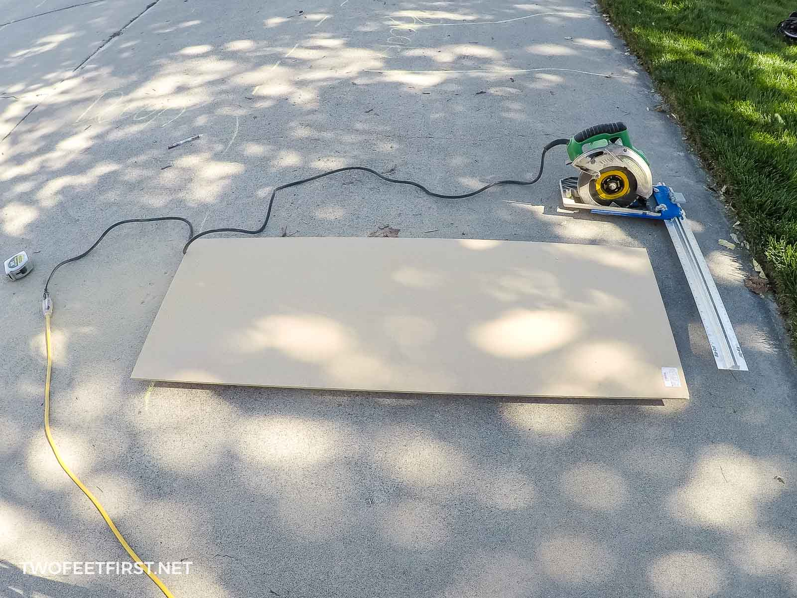 cutting plywood with circular saw