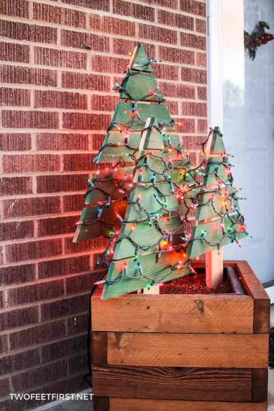 DIY outdoor Christmas tree