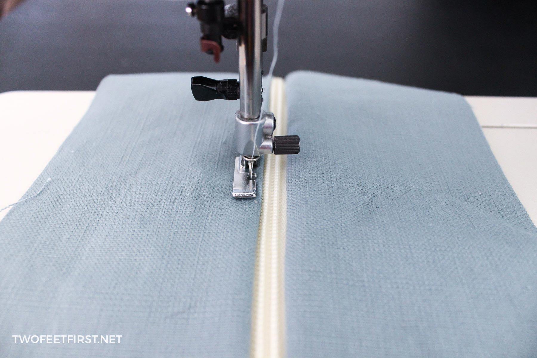 attaching zipper to cushion