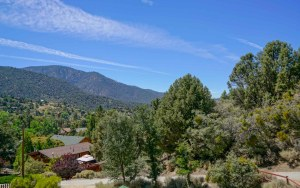 Two Girls Mountain Vacation Rentals Chateau Merritt