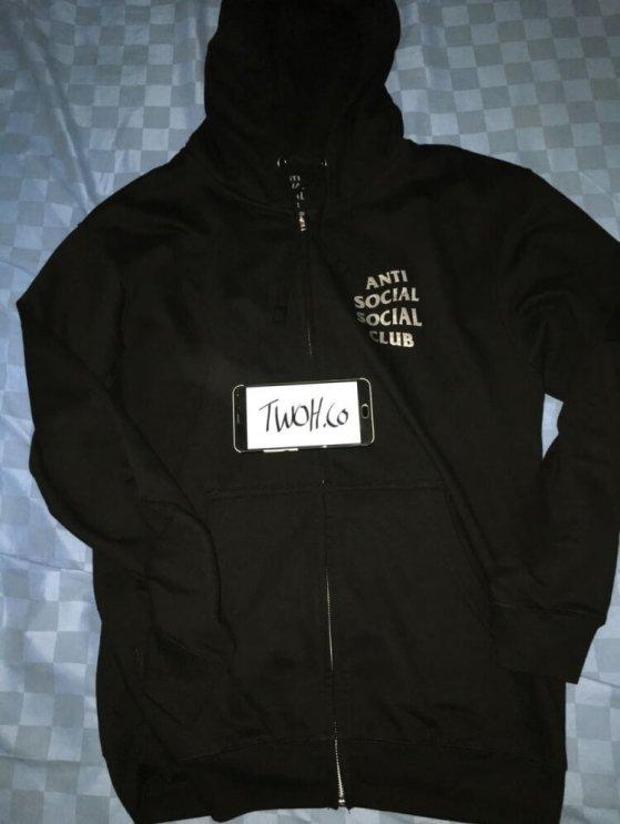 Bagian depan ASSC hoodie