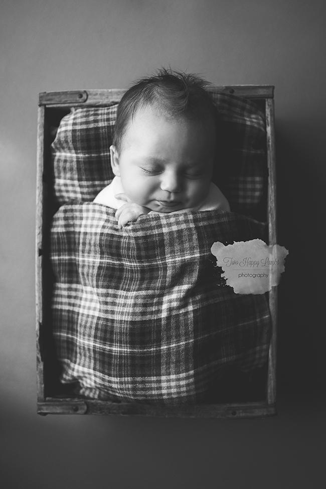 20160601-arroyo-grande-best-newborn-photographer-infant-black-and-white-studio-baby-photoshoot-california