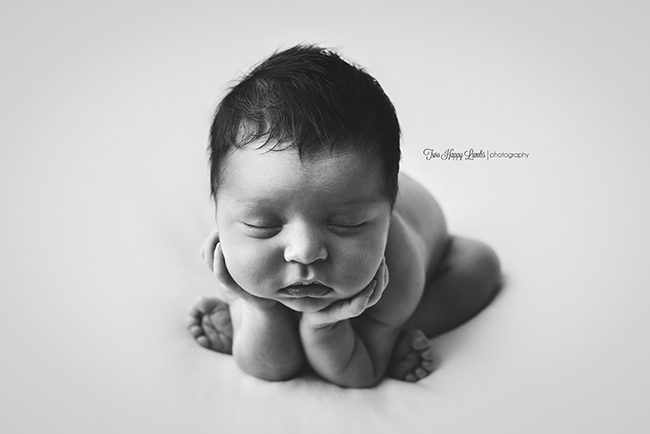 20160816-central-coast-baby-pictures-newborn-froggy-pose-black-and-white-baby-boy-photos