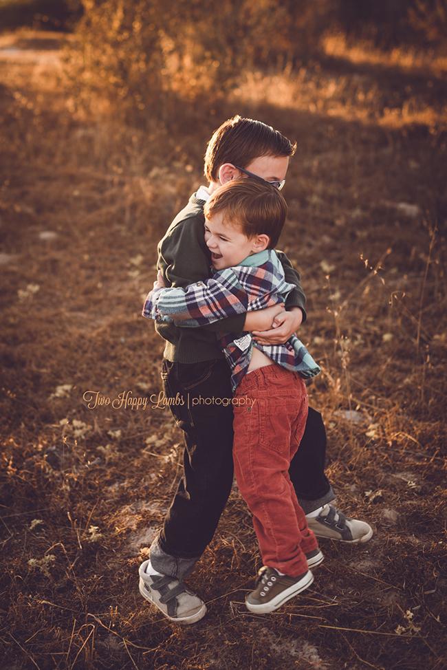 20160925-arroyo-grande-family-photography-best-family-photographer-sunset-kids-hugging