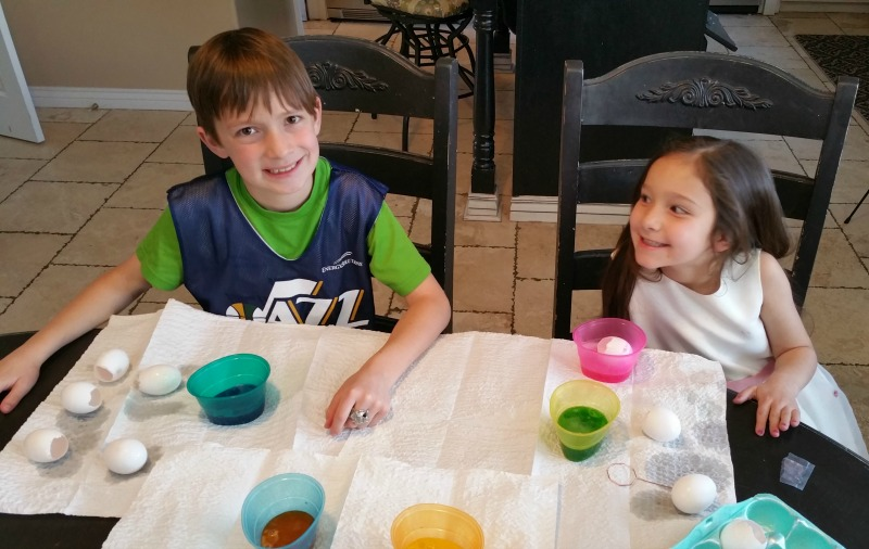 kids dye Easter eggs