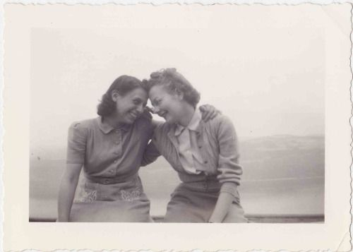best friends | vintage photo | two old beans vintage clothing