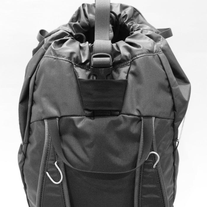 Cierzo (シエルゾ) 18L Backpack Janus - ARC'TERYX (アークテリクス) 背面 トップ