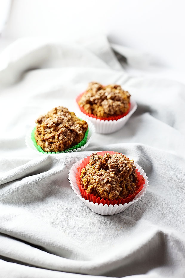 Healthy Pumpkin Spice Muffins with Crumble Topping ! These are Vegan and Gluten Free, healthy and easy!