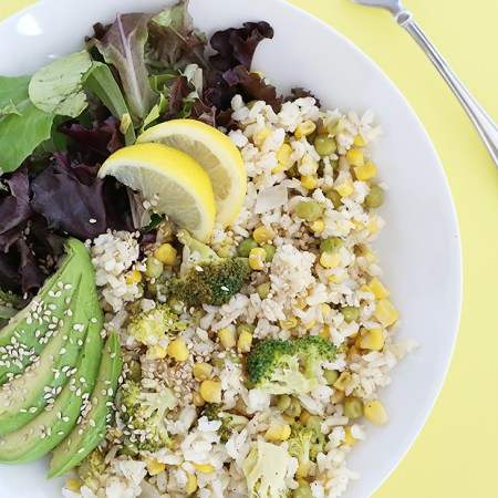 Healthy Broccoli Corn Rice is simple and refreshing with a hint of lemon. It is low sodium, low fat, vegan and gluten free. / TwoRaspberries.com