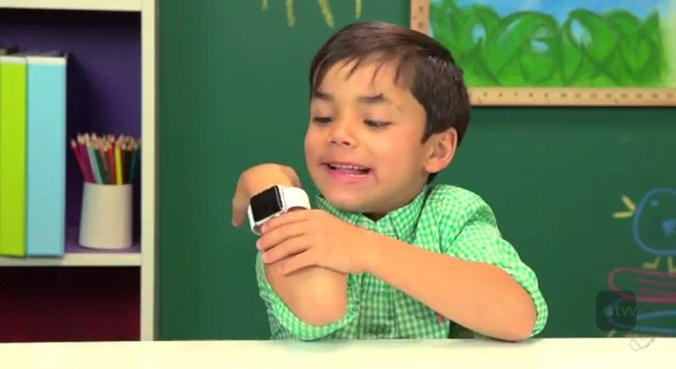 niño con Apple Watch