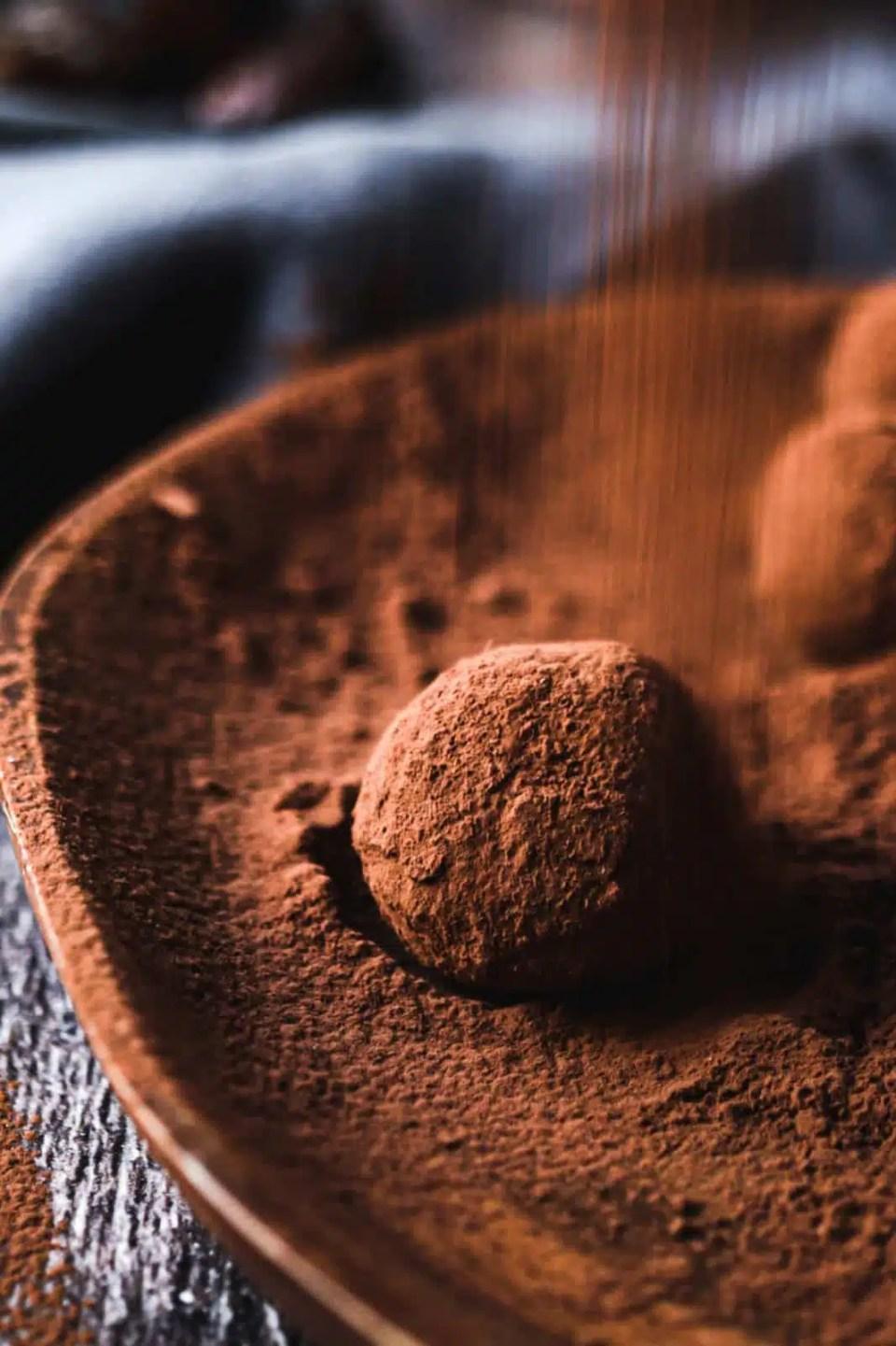 energy balls, healthy treat, chocolate brownie bliss balls