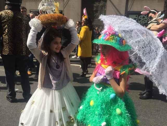 Aren't these kids cute! Love the grass skirt!